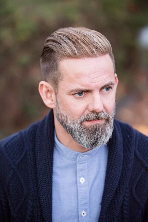 Frisur für männer mit geheimratsecken